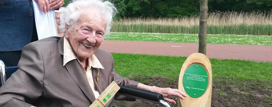 99-jarige plant els ter herinnering...